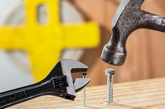 Gwoździarka akumulatorowa jako praktyczne narzędzie dla profesjonalistów i amatorów